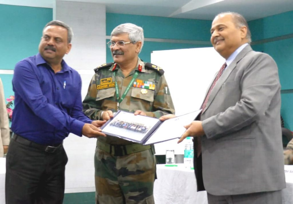 Gp-Capt-Puneet-Sharma-receive-award